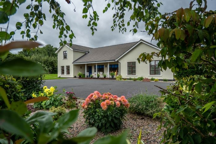 Hotels in Roscrea. Book your hotel now! - tonyshirley.co.uk